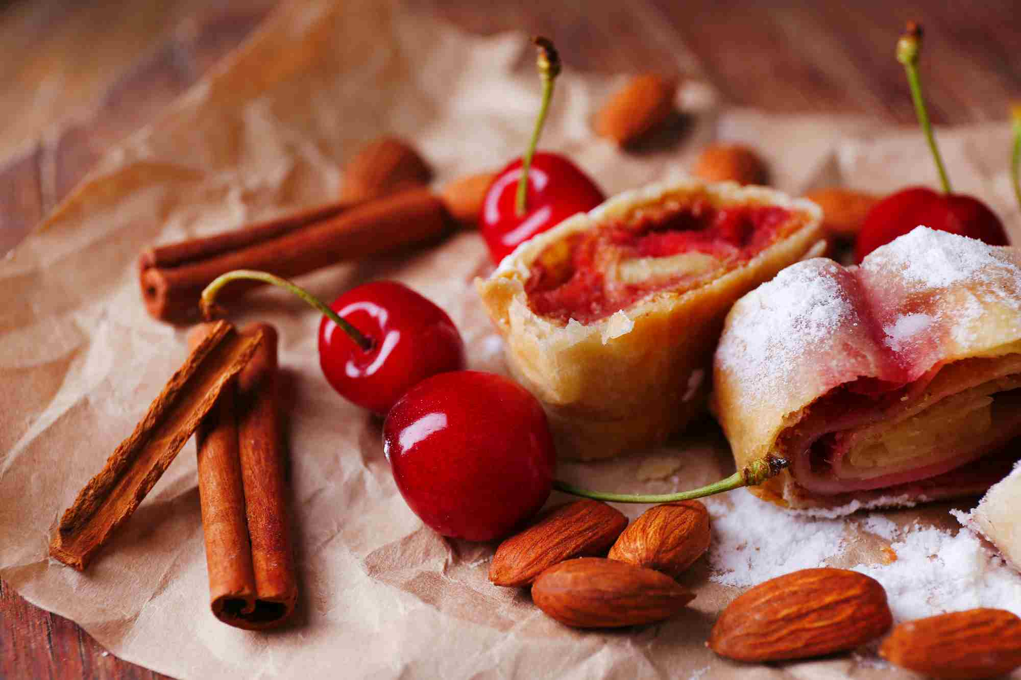 Cherry-Apple-Strudel-Tres-Bohemes