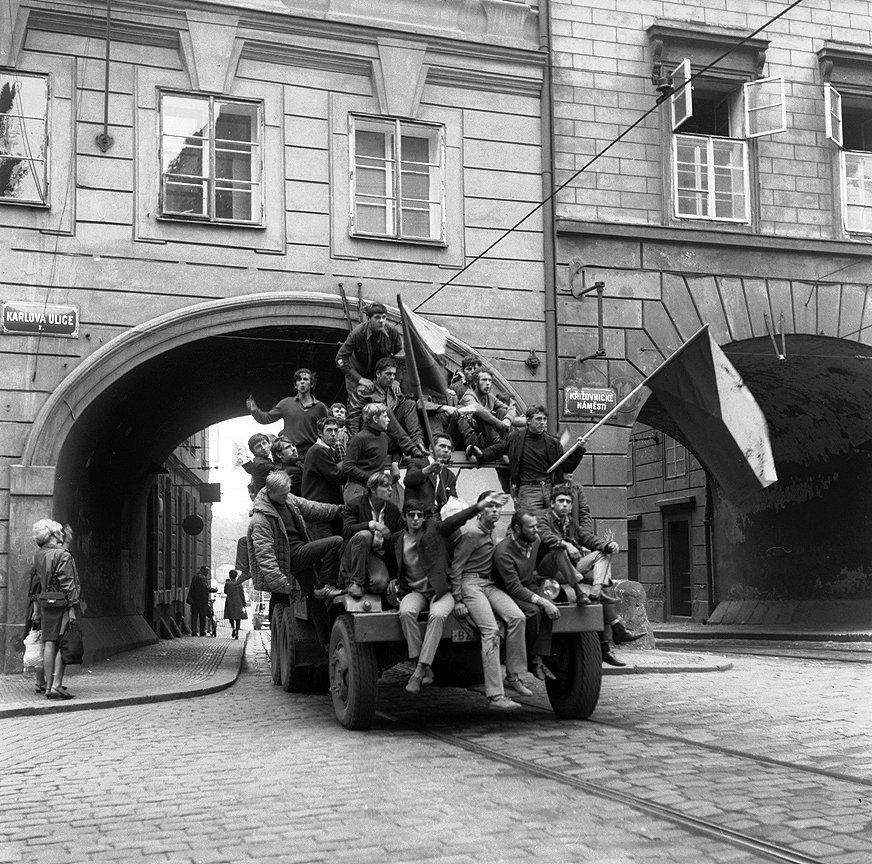 Prague_1968_18_Tres_Bohemes