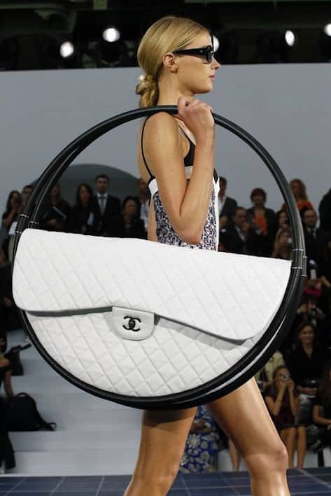 Top-10-Impractical-Runway-Trends-Huge-Bag