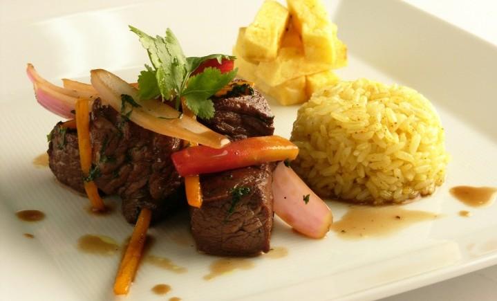 Aqua-Amazonia-Hotel-Dinner-Cuisine