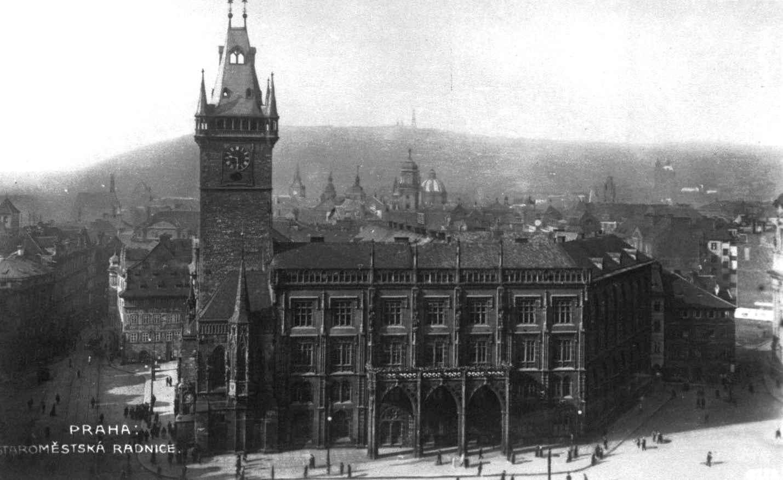 Czech-Prague-Staromestska-Radnice-building-postcard