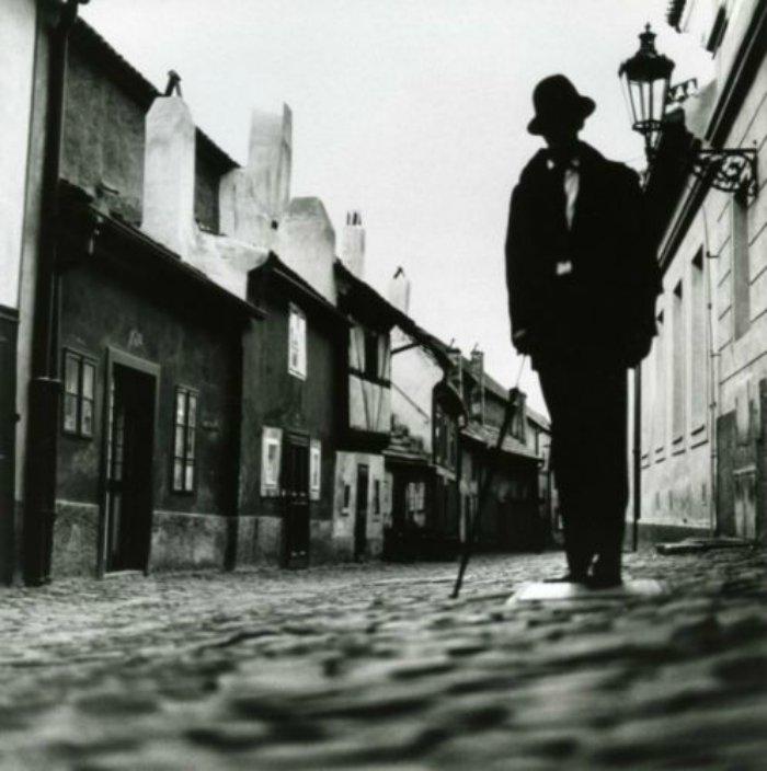 HELMUT-NEWTON-Prague-Czechoslovakia-1989