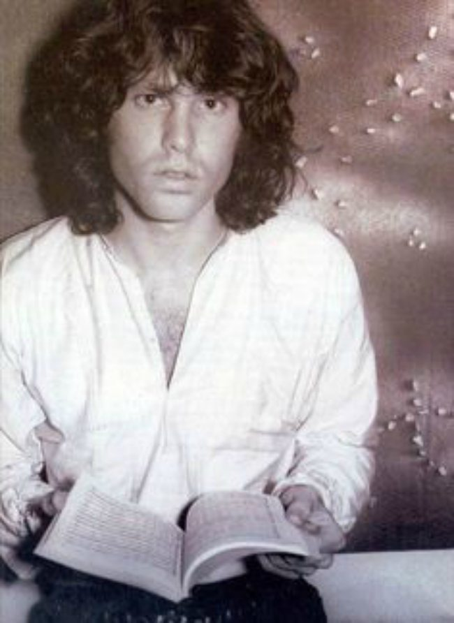 Jim-Morrison-Reading-a-Book