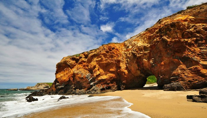 Pacific-Coast-Highway-Panther-Beach-Hole-in-the-Wall