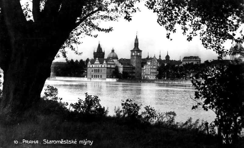 Prague-Czechoslovakia-postcard-Staromests-kemlyny-Bohemian