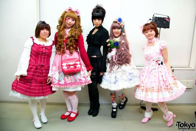 Gothic-Lolita-Punk-Japanese-Fashion