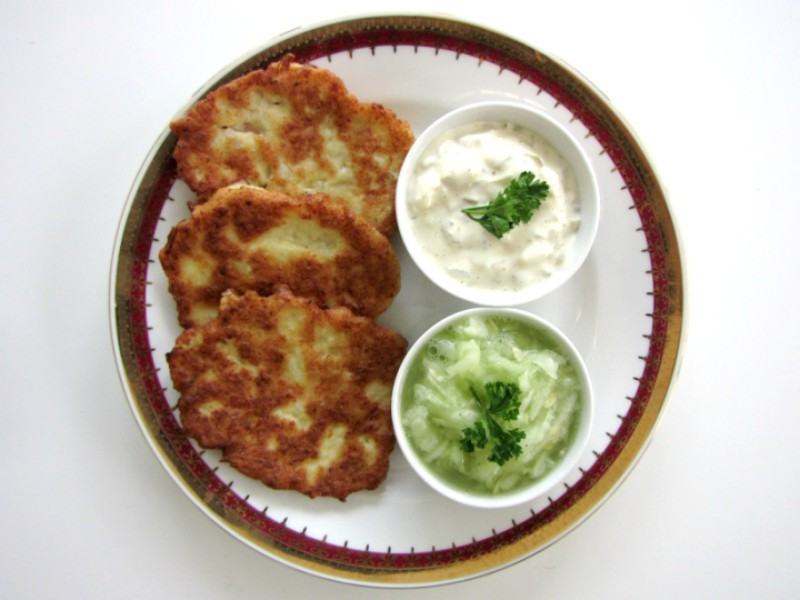 Cauliflower-Patties-and-Cucumber-Salad-4