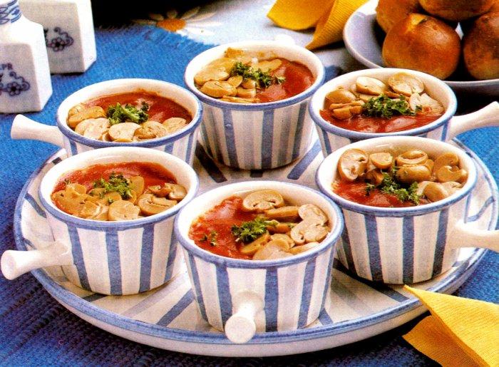 Eggs-and-Ham-in-Ramekins-with-Mushrooms-Roma-Style