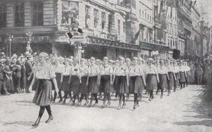 Fearless-as-the-Falcon-Sokol-women-in-Prague-1913