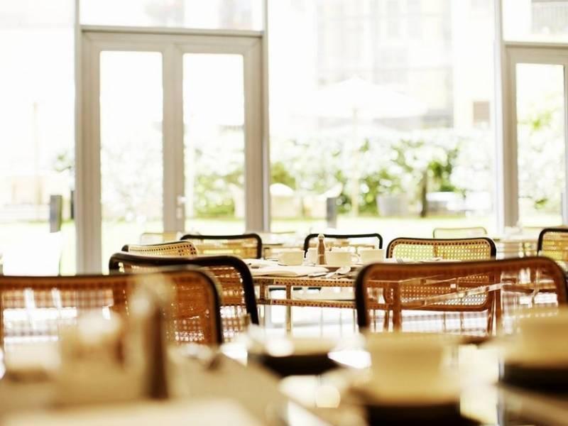 Hotel-Josef-Breakfast-Room-Tres-Bohemes