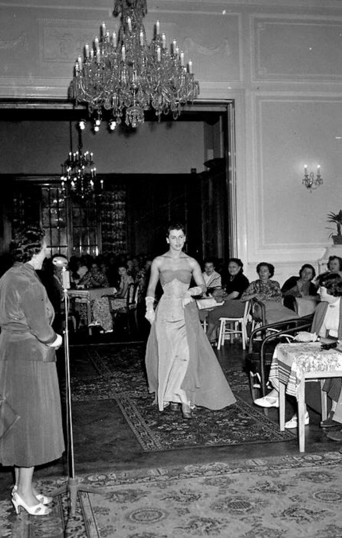 Karlovy-Vary-Fashion-1950s-Vilem-Heckel-11