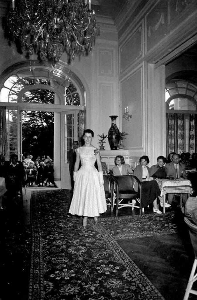 Karlovy-Vary-Fashion-1950s-Vilem-Heckel-12