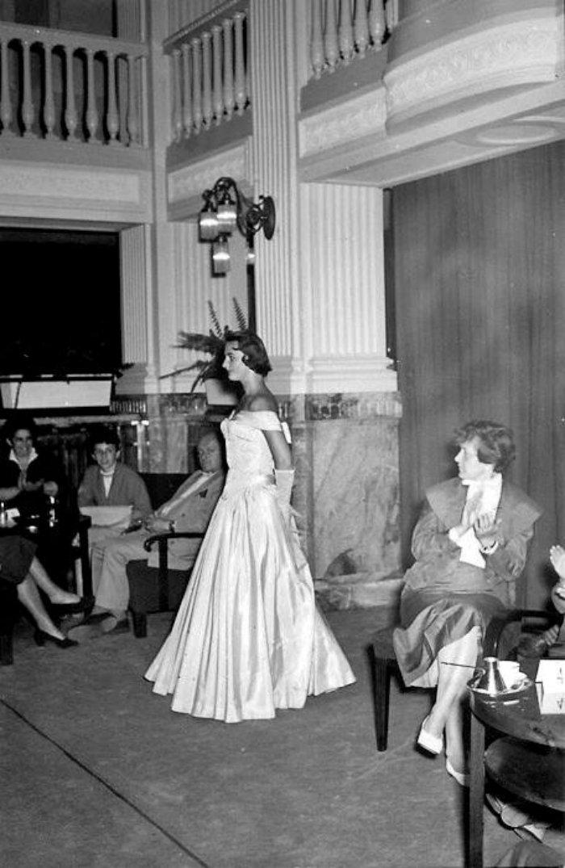 Karlovy-Vary-Fashion-1950s-Vilem-Heckel-16