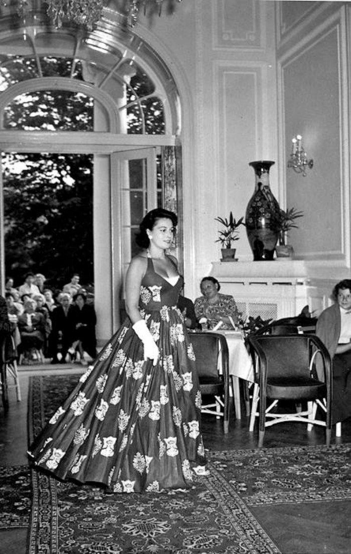 Karlovy-Vary-Fashion-1950s-Vilem-Heckel-17