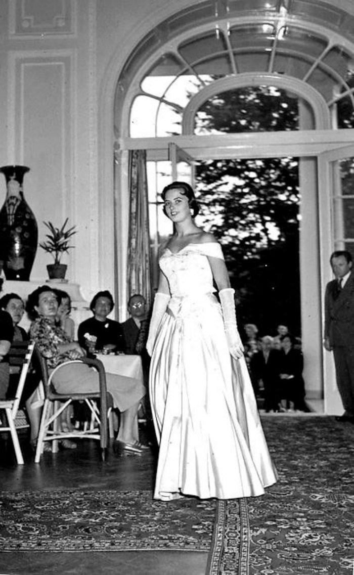 Karlovy-Vary-Fashion-1950s-Vilem-Heckel-3