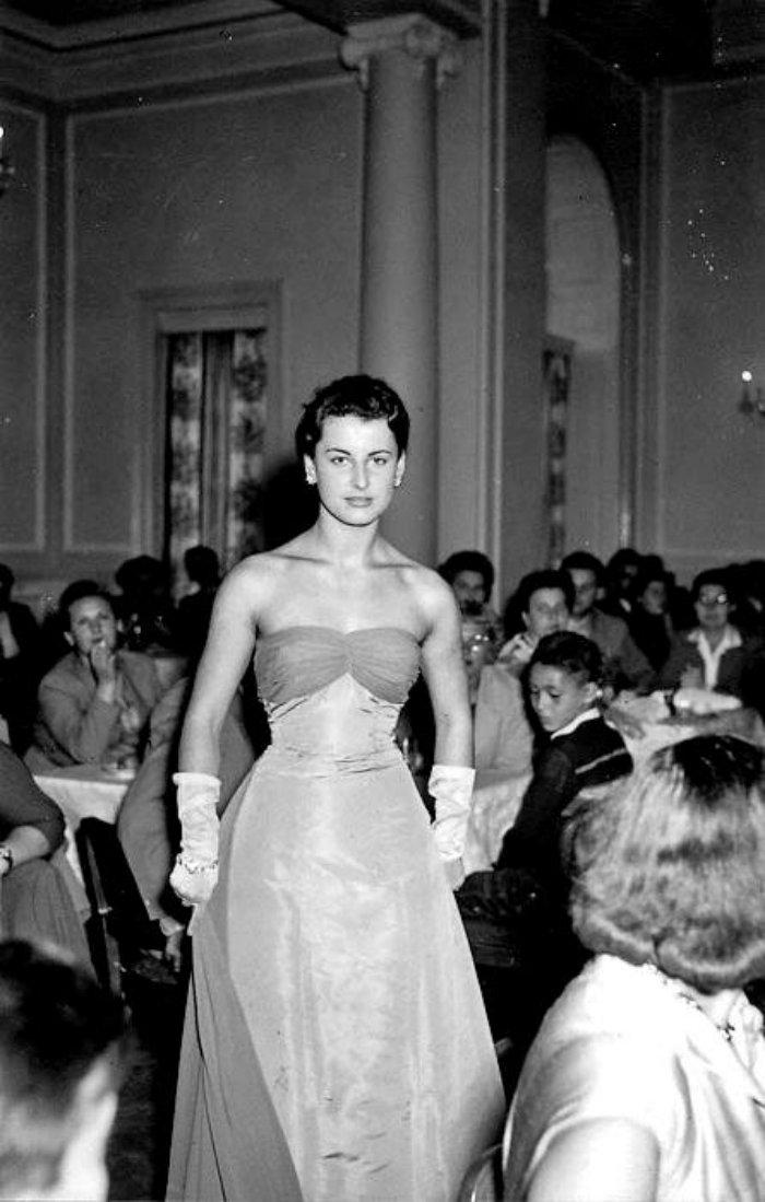 Karlovy-Vary-Fashion-1950s-Vilem-Heckel-5