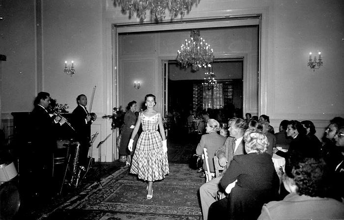 Karlovy-Vary-Fashion-1950s-Vilem-Heckel-6