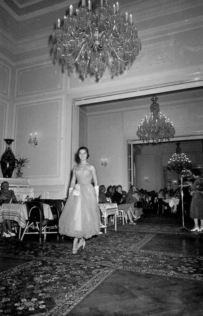 Karlovy-Vary-Fashion-1950s-Vilem-Heckel-7