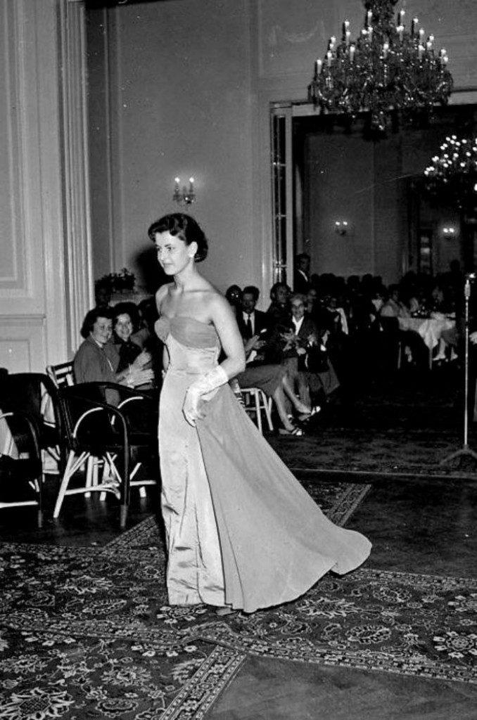 Karlovy-Vary-Fashion-1950s-Vilem-Heckel-8