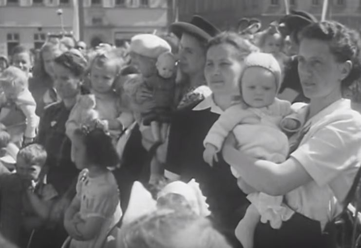 Mothers-Day-in-Decin-1948-8