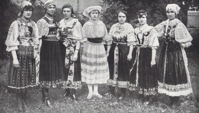 National-dress-of-Czechoslovakia-folk-wear