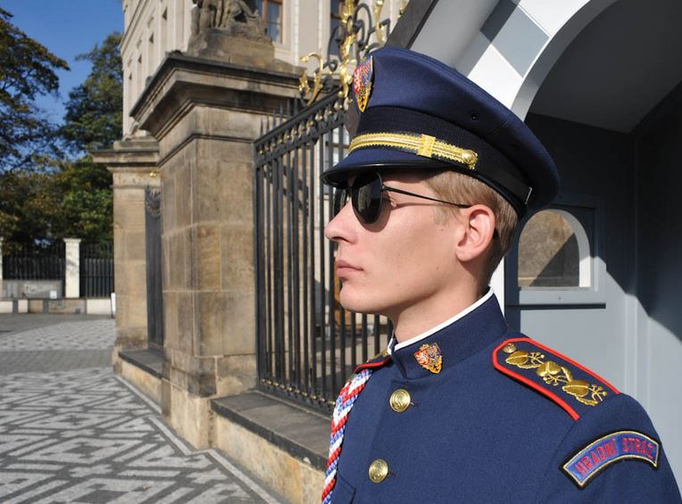 Prague-Castle-Guards-4