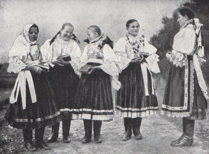 Slovak-peasant-women-folk-dress