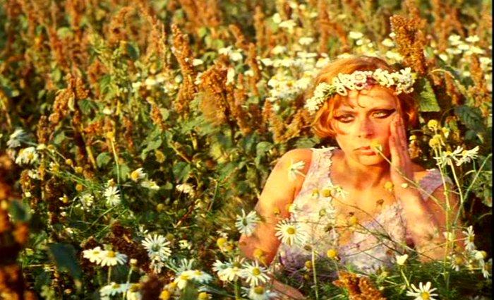 Věra-Chytilová -Daisies-8