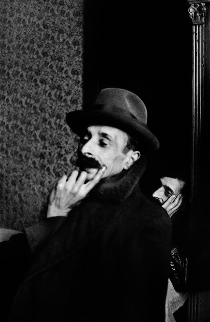 Gypsy-Man-Josef-Koudelka-Tres-Bohemes