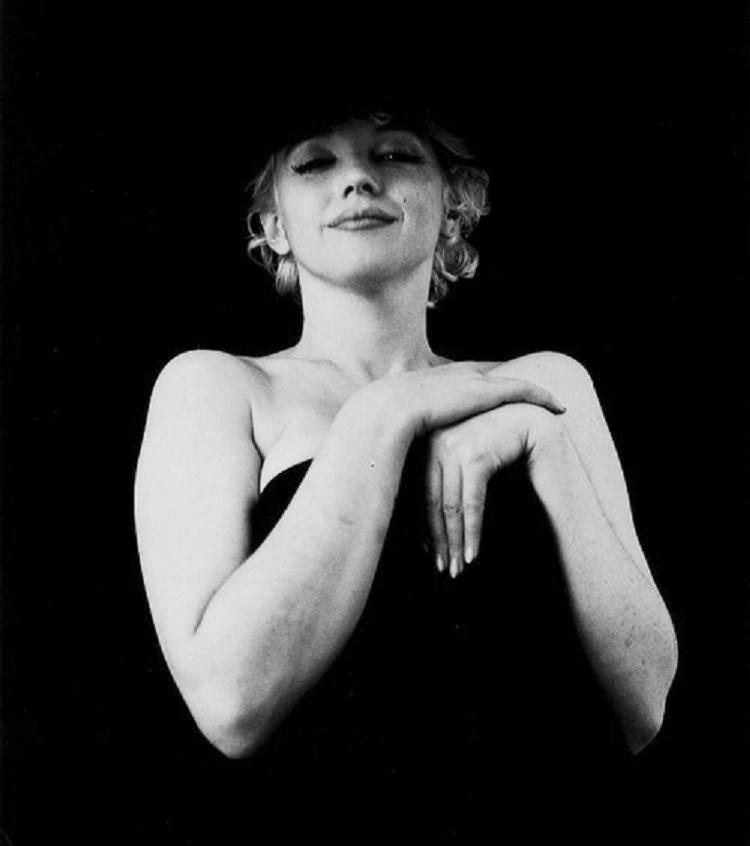 Marilyn_Monroe_in_Black_12