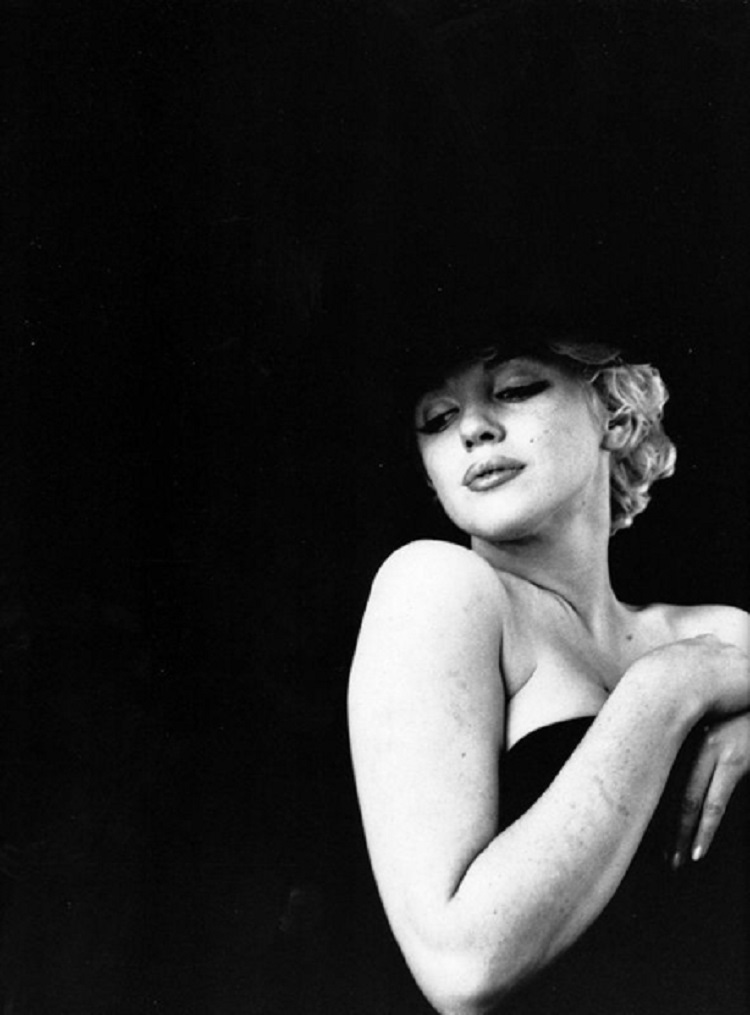 Marilyn_Monroe_in_Black_2
