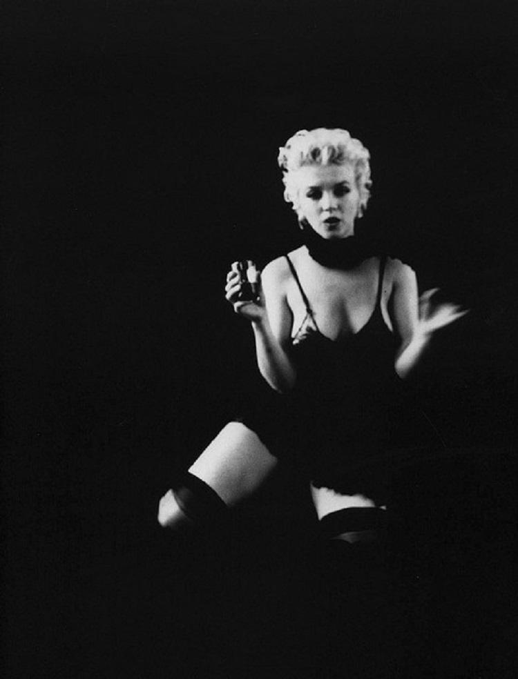 Marilyn_Monroe_in_Black_3