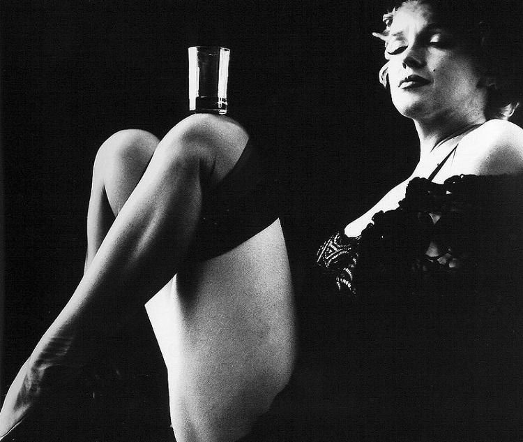 Marilyn_Monroe_in_Black_6