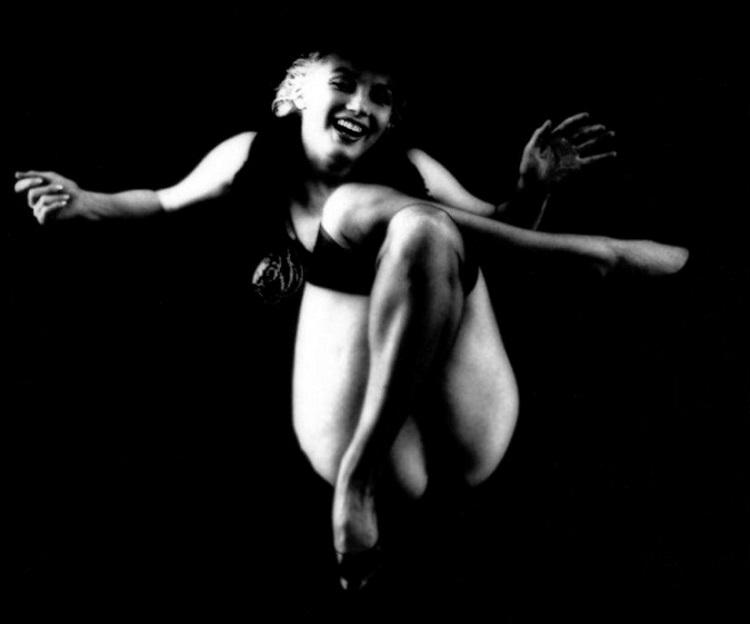 Marilyn_Monroe_in_Black_7b