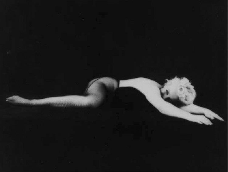 Marilyn_Monroe_in_Black_8
