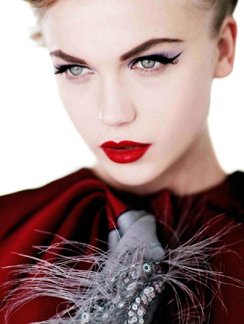 Model_In_Red