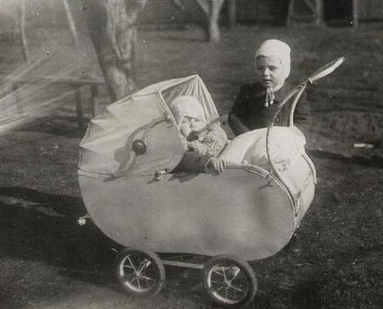 Retro-Czech-Stroller