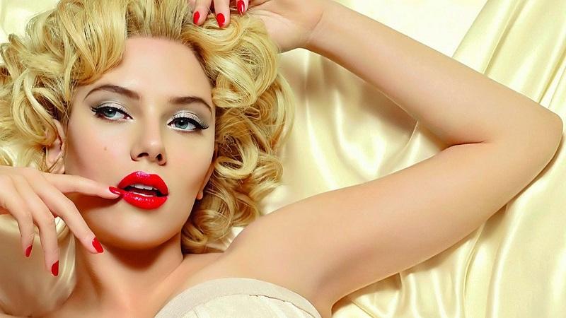 Scarlett_Johansson_Dolce_Gabanna