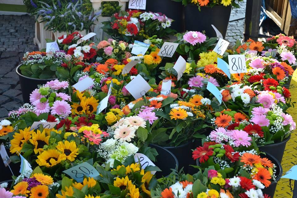 Farmers-Market-Prague-Flowers-1