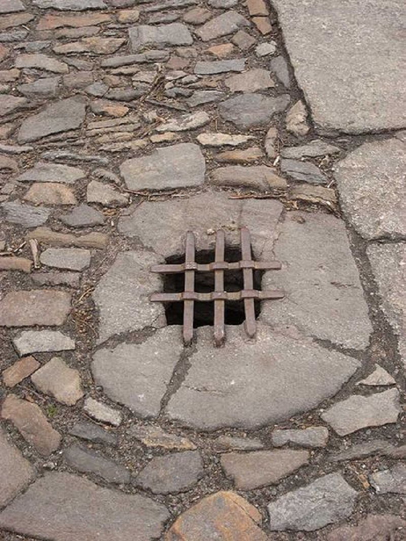 Photo: Wikimedia Commons. Old storm drain in Kutná Hora, the Czech Republic.