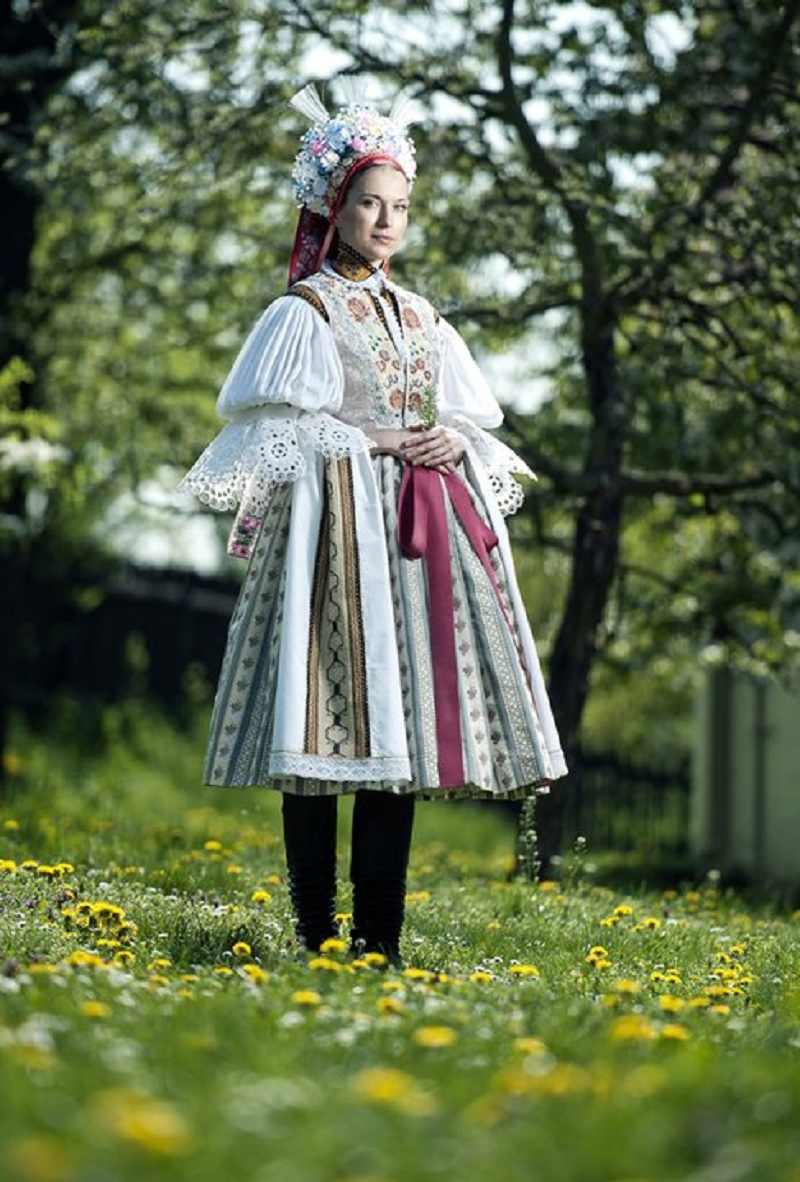Bridal costume from Dolňácko, the end of the 19th century, reconstruction. Photo Dan Vojtěch.