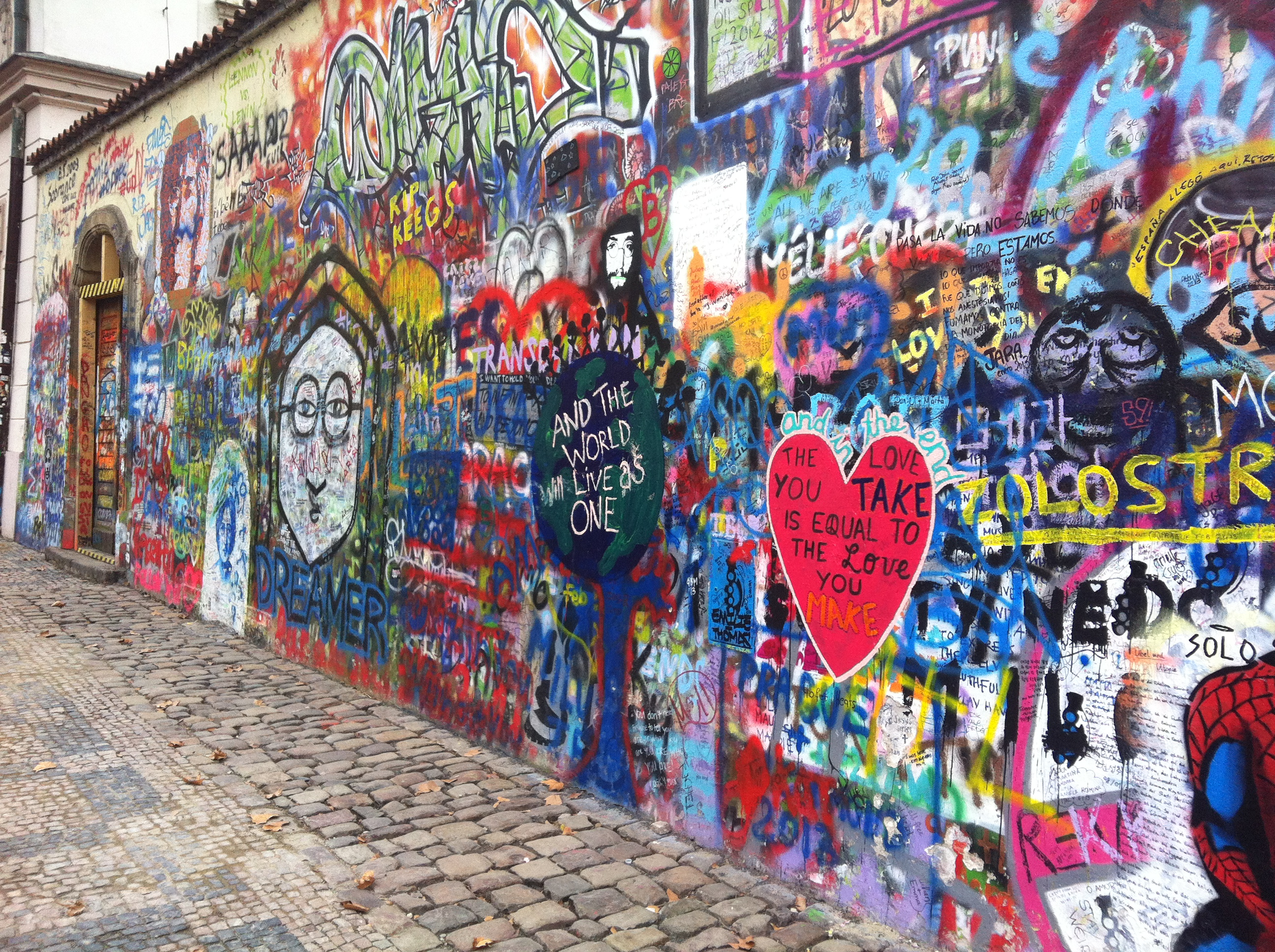 Lennon-Wall-Tres-Bohemes