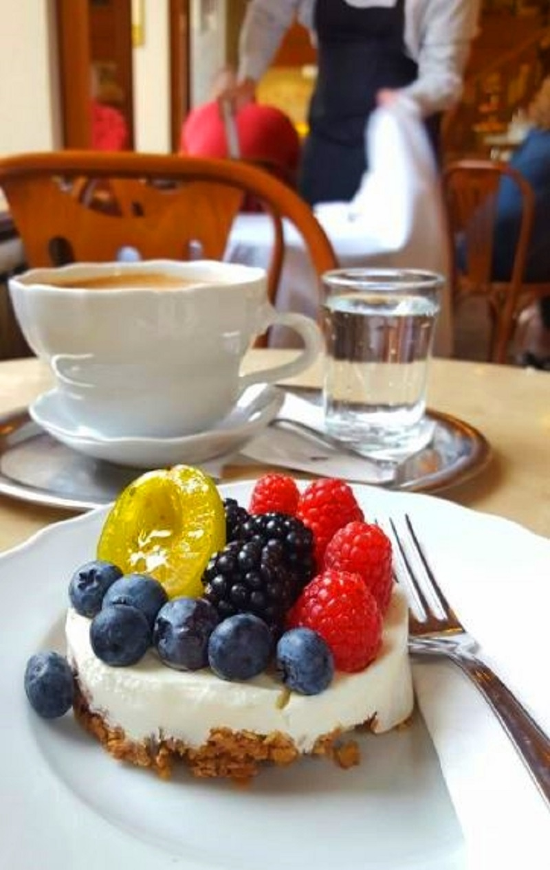 cafe-savoy-10