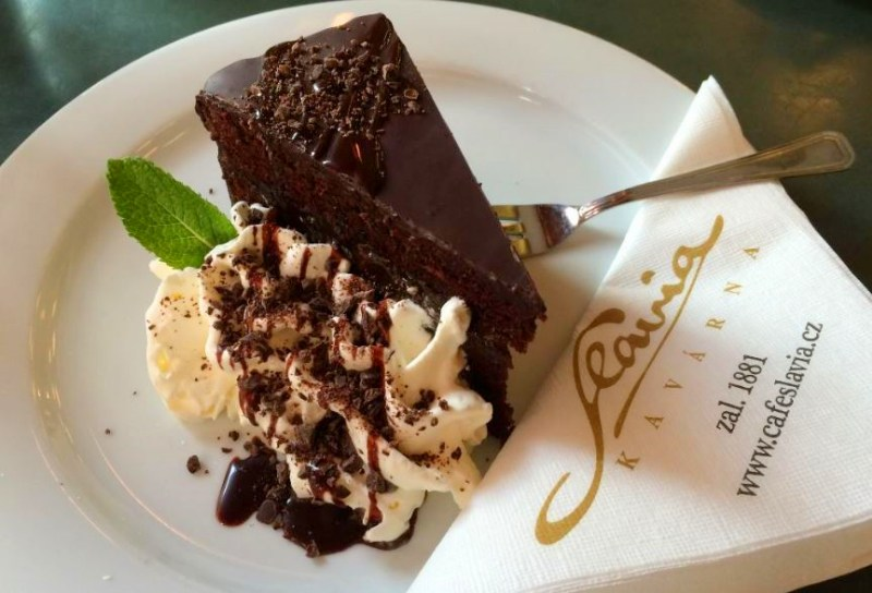 Cafe-Slavia_Sachertorte_TresBohemes