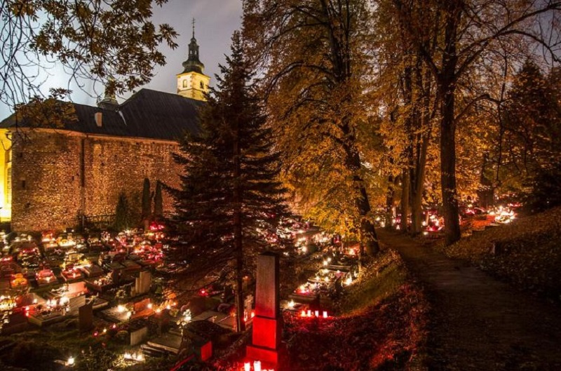 All-Souls-Day-in-the-Czech-Republic-via-Tres-Bohemes