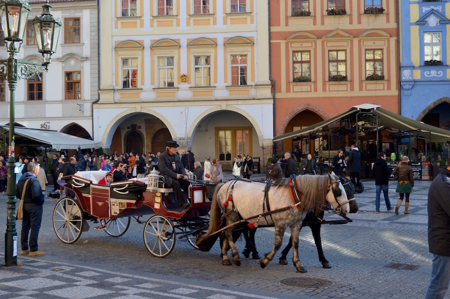 horse-drawn-carriage-prague-tres-bohemes-3