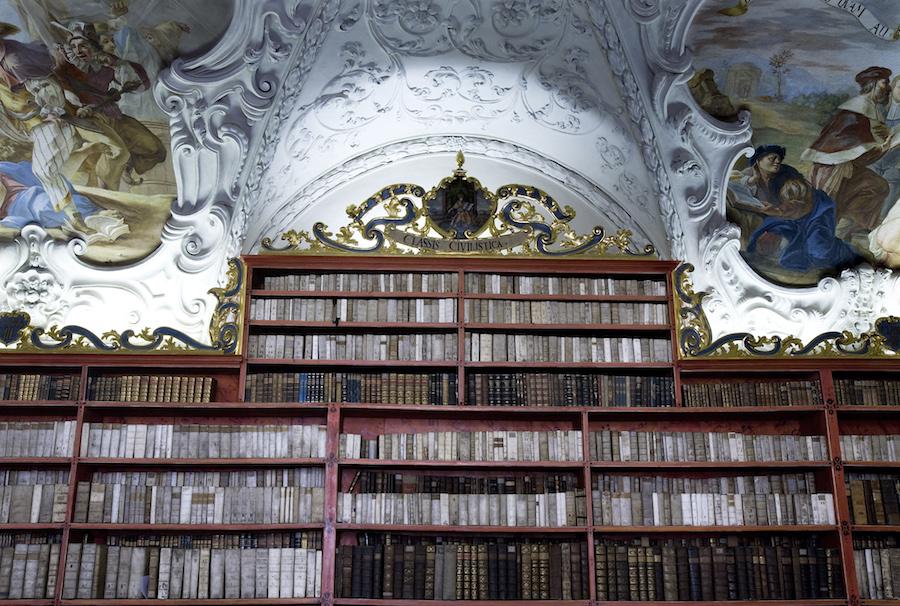 Strahov-Monastery-Tres-Bohemes-2