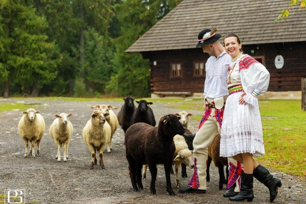 Slovak_Tradition_Folk_Dress_Kroj_Tres_Bohemes