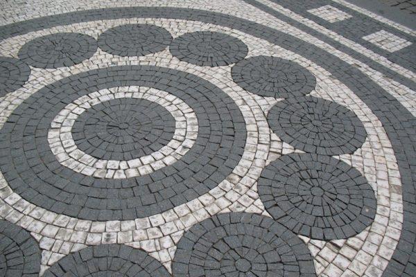 The-Cobblestone-Streets-of-Prague-Tres-Bohemes-1
