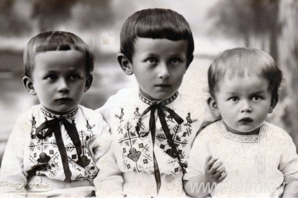 Old_Photos_of_Czech_Children_Tres_Bohemes